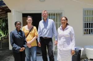 Michele Marius (left) visits Open Curaçao for UNESCO